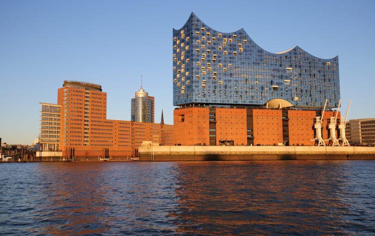 Hamburg & Plaza der Elbphilharmonie